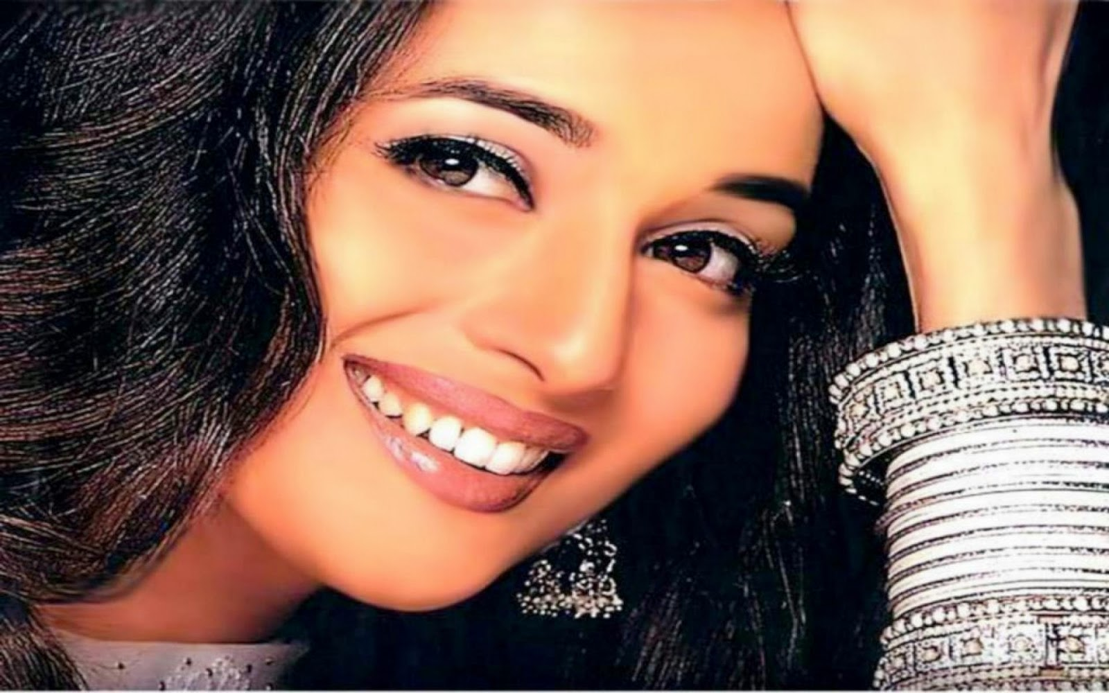 Maduri Dixit Smiling Face Hot And Sexy HD Wallpaper