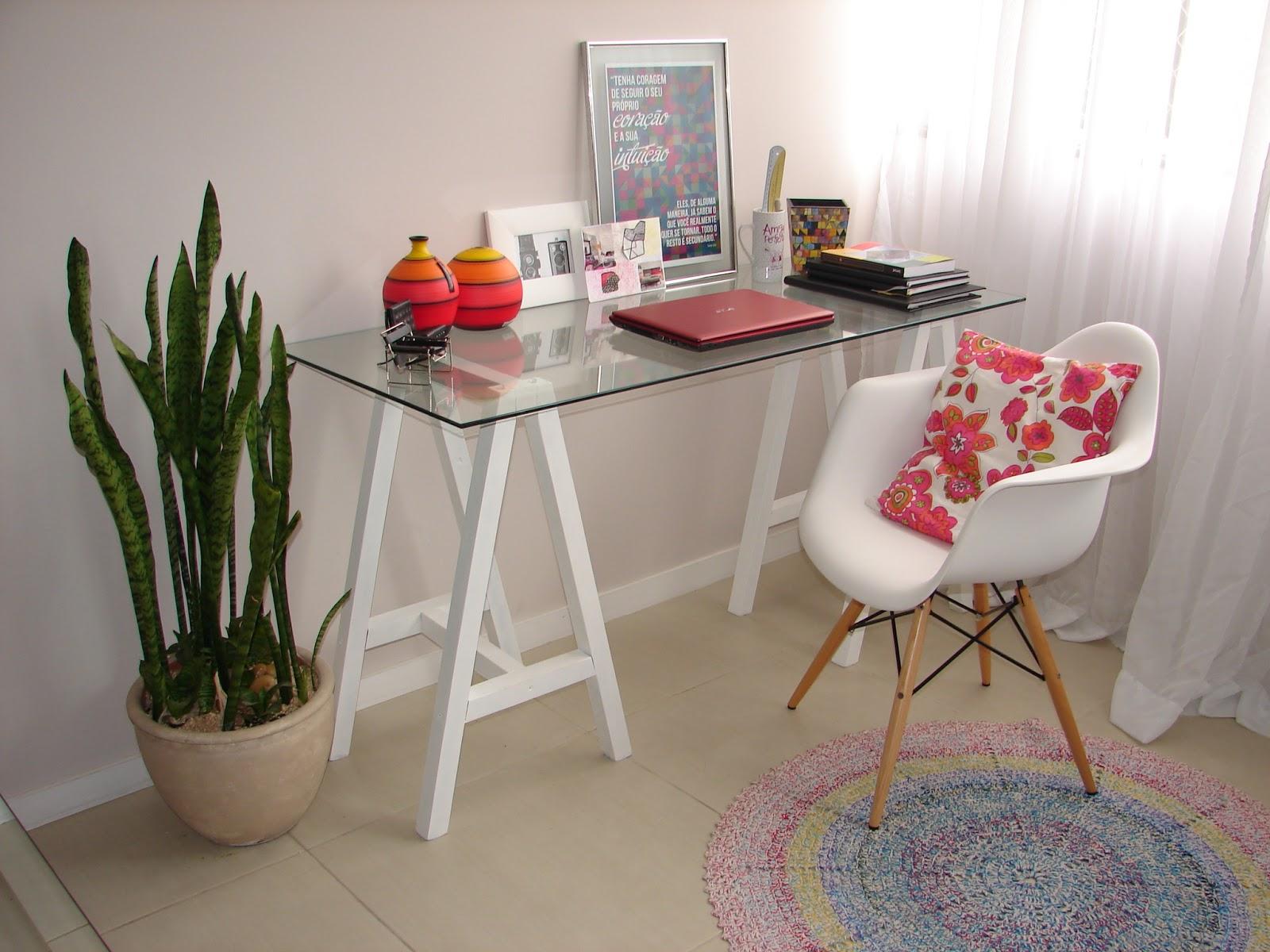 Essa mesa com cavaletes e vidro era meu sonho de consumo sempre quis  #A12A2E 1600x1200