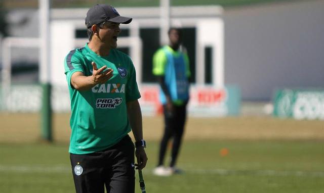 Ney Franco prevê um jogo difícil contra o Vasco, no Maracanã (foto: Divulgação/Coritiba F.C.)