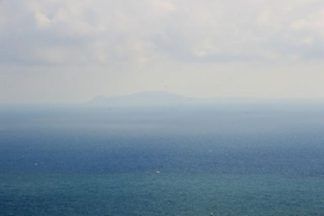 Gibraltar. Piechotą na szczyt Upper Rock. Maroko w tle