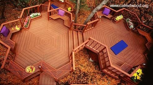 Decks de madera roja