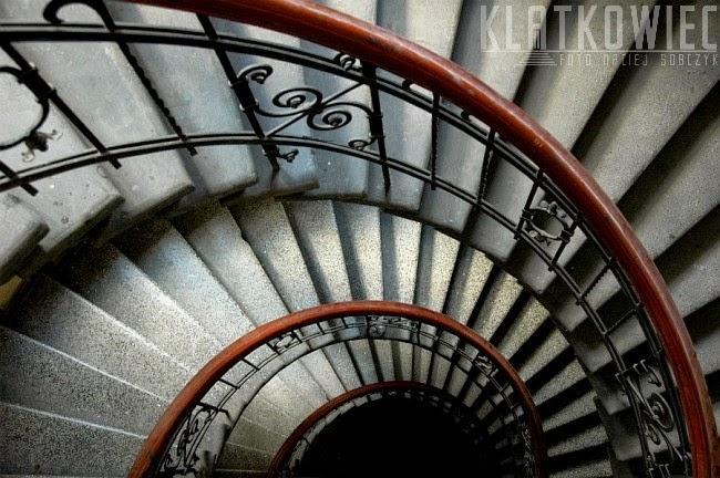 Na wpół zakręcone schody w Poznaniu
