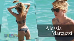 Sexy vacanze per Alessia Marcuzzi: Pose hot in Bikini. Video hard in HD