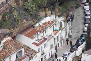 Kota ini Indah Tapi Aneh Rumah Rumahnya Didalam Batu