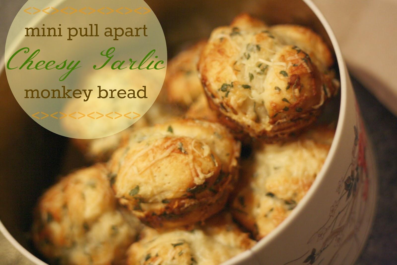 Summer Days: cheesy garlic monkey bread