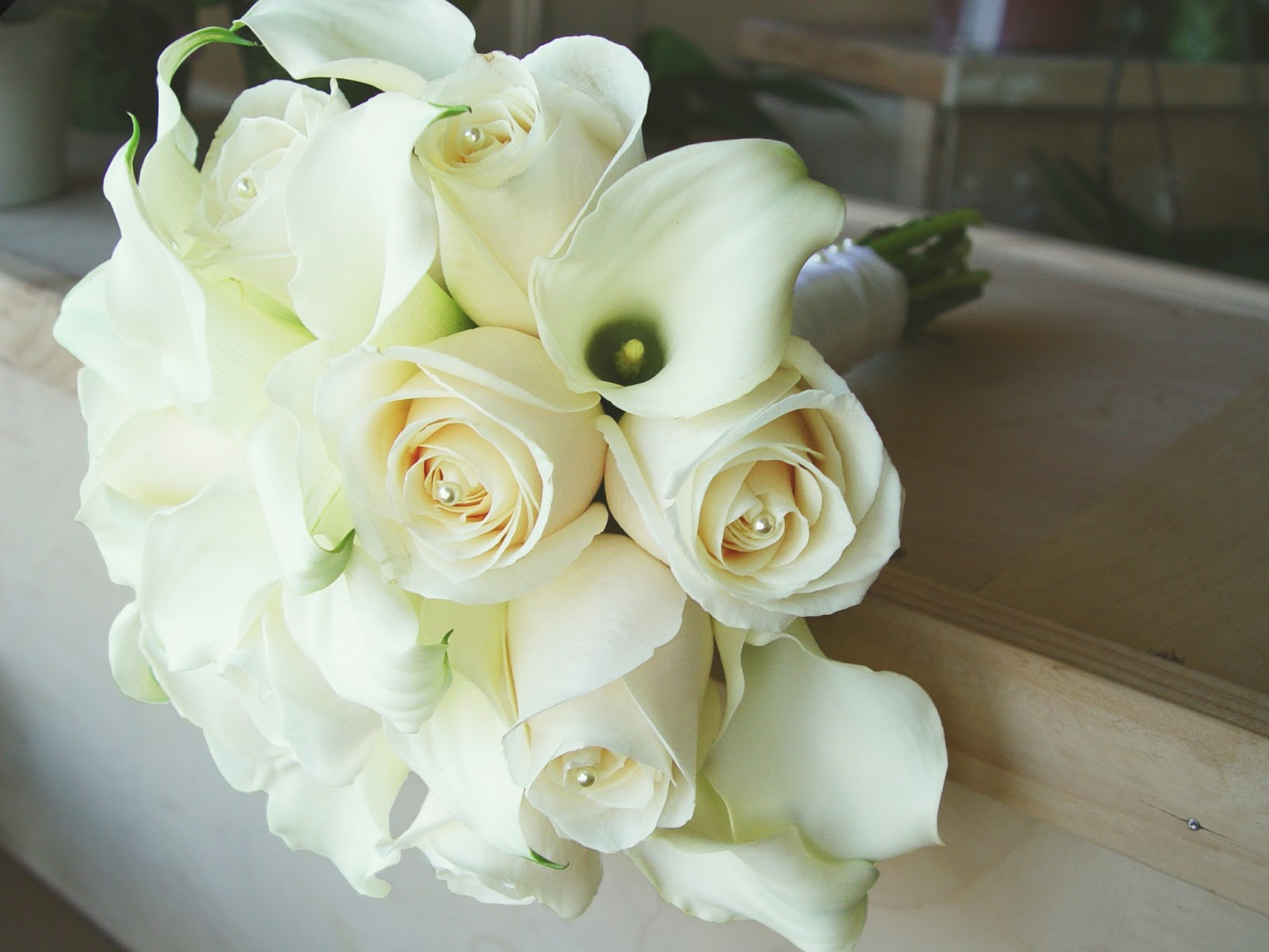 Oakland florists in oakland ca florist flower shop oakland ca apple wedding bouquet white calla lily with creme roses recently izmirmasajfo