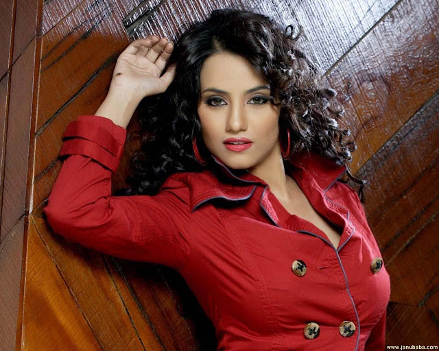 Tia Bajpai Hd Wallpapers