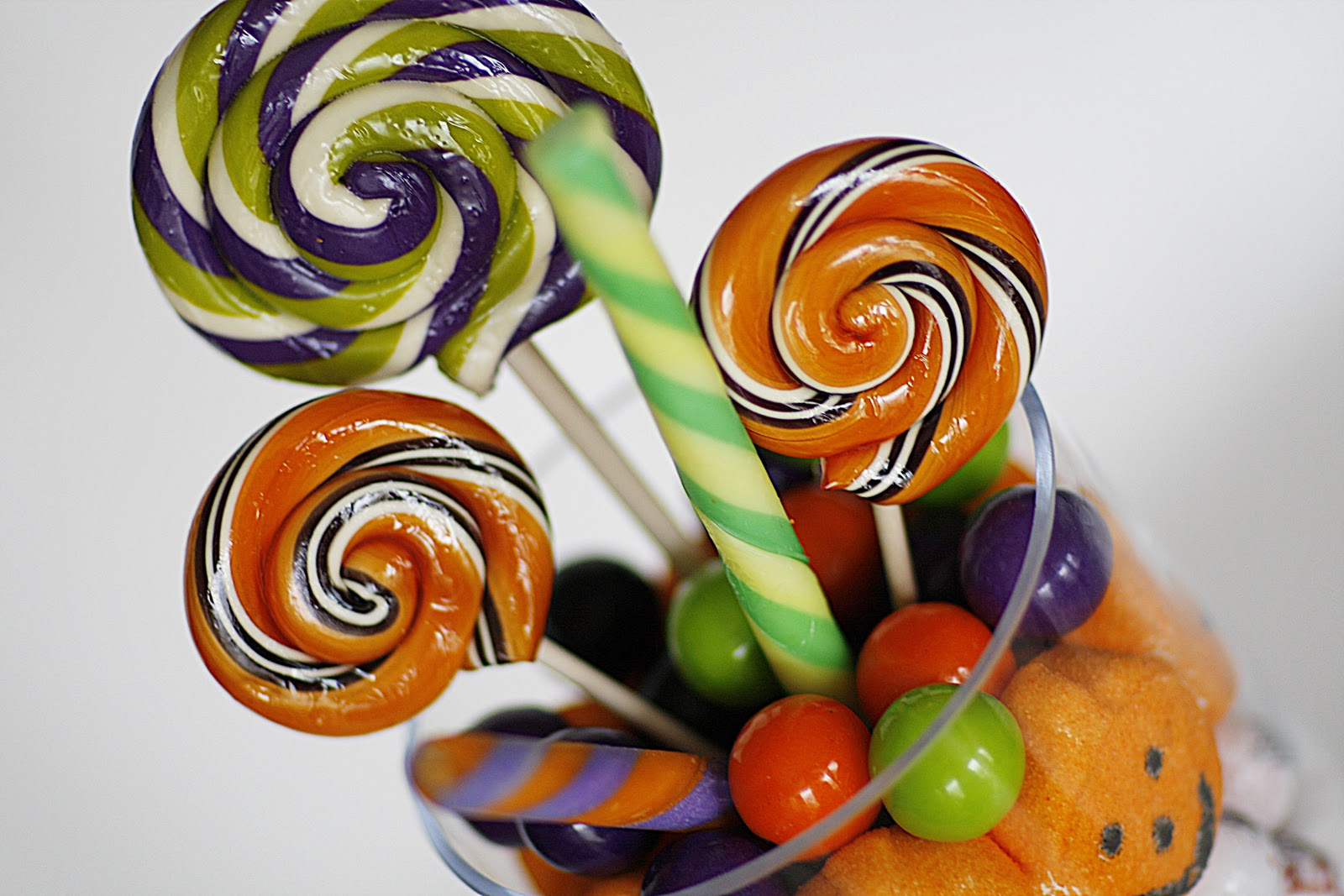 7 Layer Halloween Candy Salad - Purple Chocolat Home