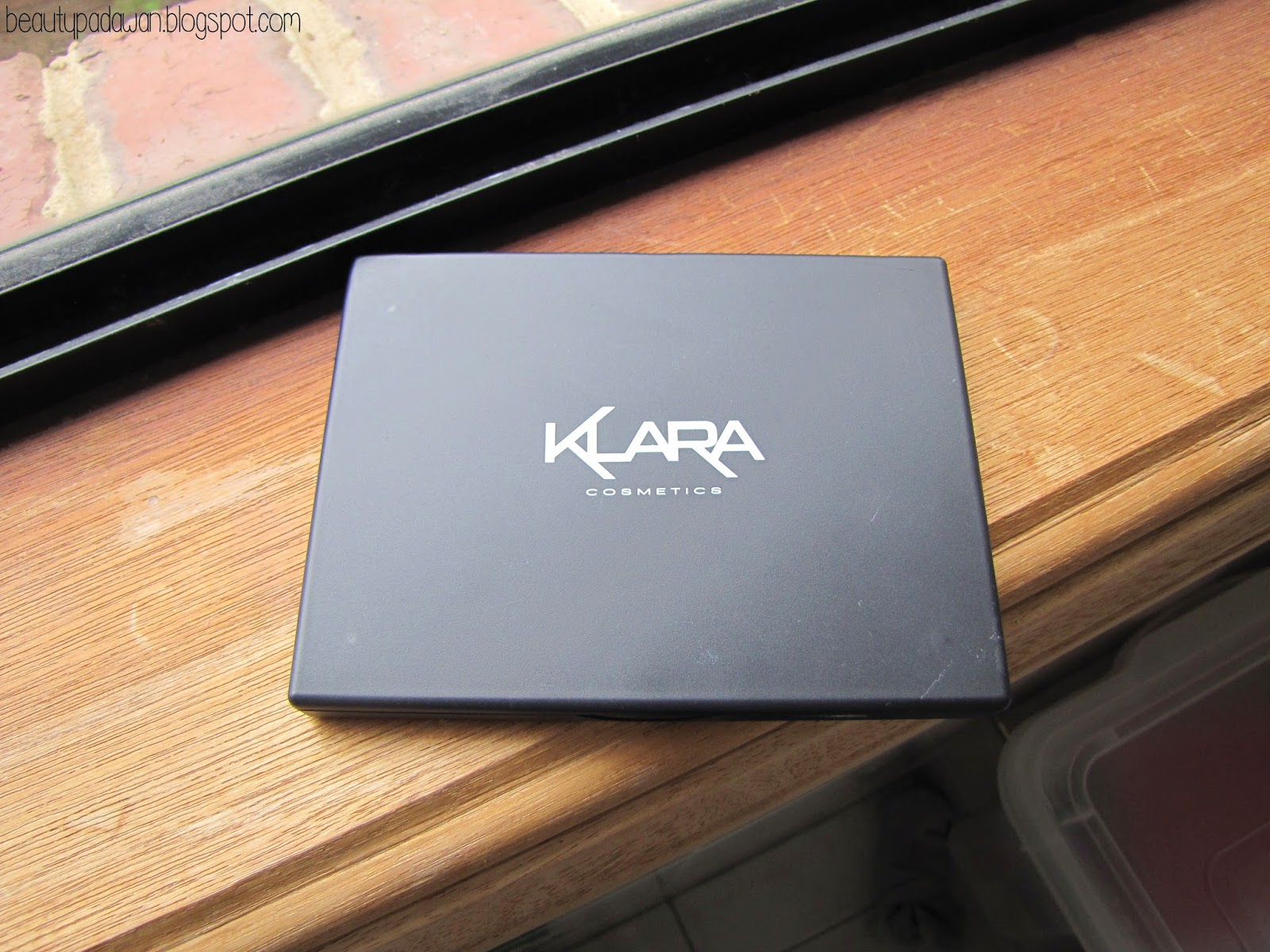 Klara Cosmetics eye shadow palette