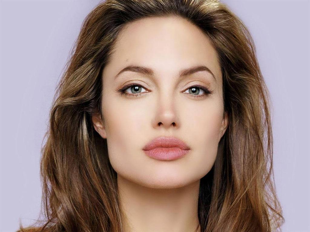 http://2.bp.blogspot.com/-DR1B5SFygGs/TiVDvjIKb6I/AAAAAAAAAKo/UBv7chlqj28/s1600/Hollywood+actress+Anjelina+Jolie++Wallpaper.jpg
