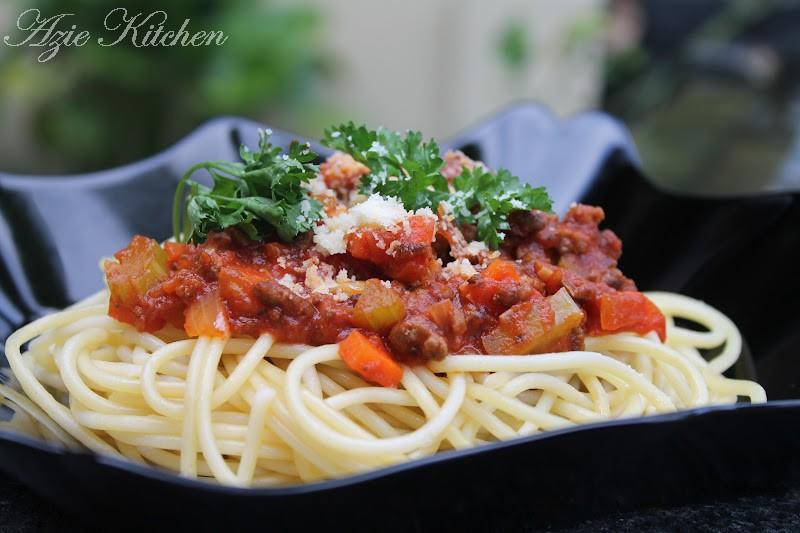 Azie Kitchen: Spaghetti alla Bolognese Kegemaran Anak Anak