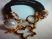 pulseira cordao de couro preto c elos ,perola e pngente dourado