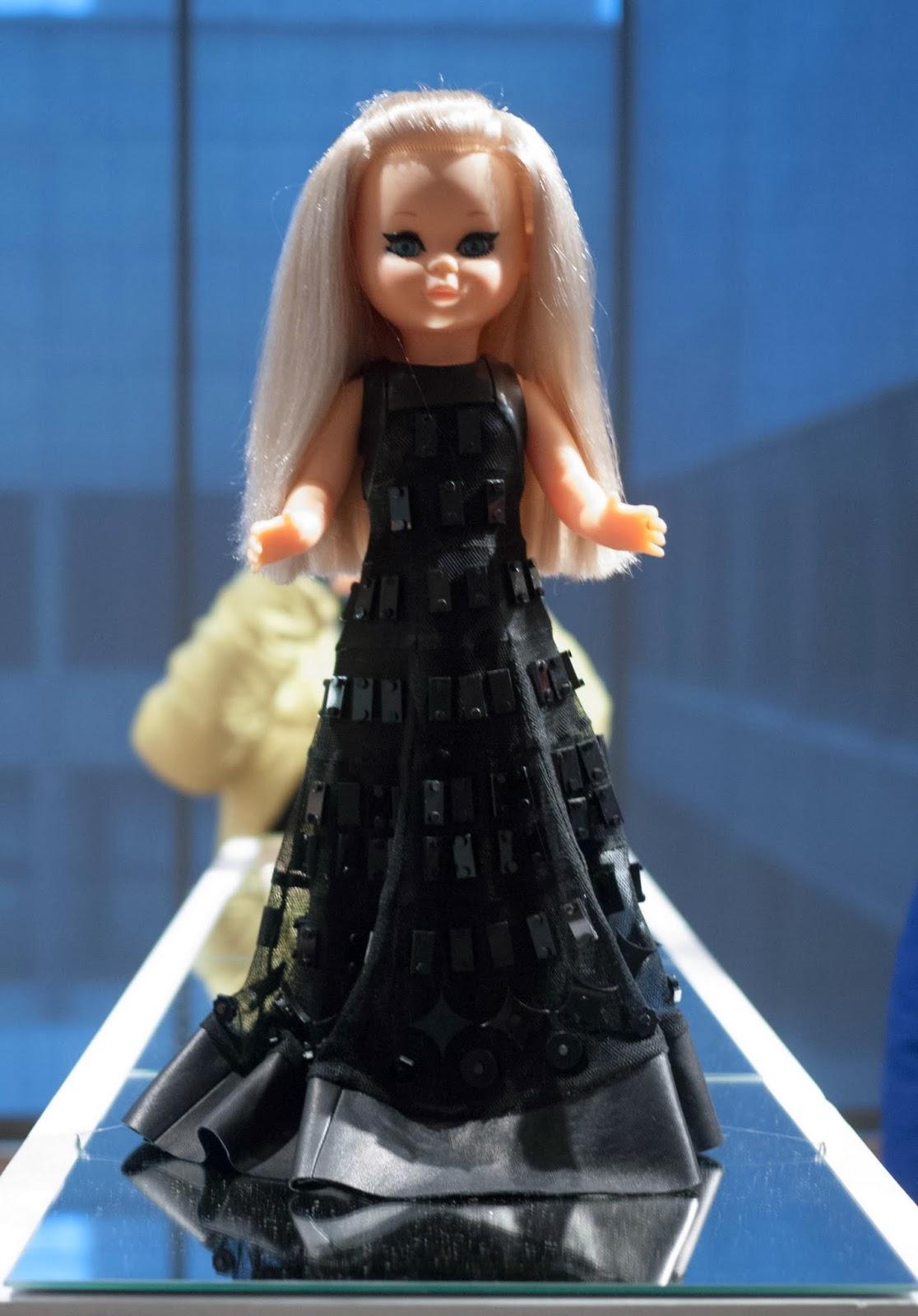 Nancy vestida por Teresa Helbig