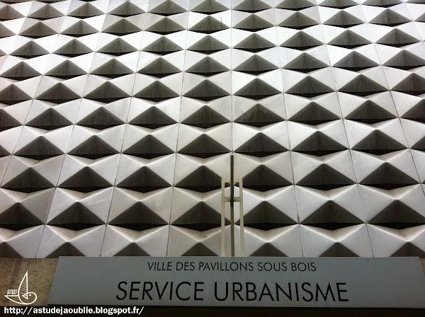 """Pavillons-sous-Bois - Hôtel de ville  Panneaux """"Carib"""" - Sculptura Panels - Claustral"""