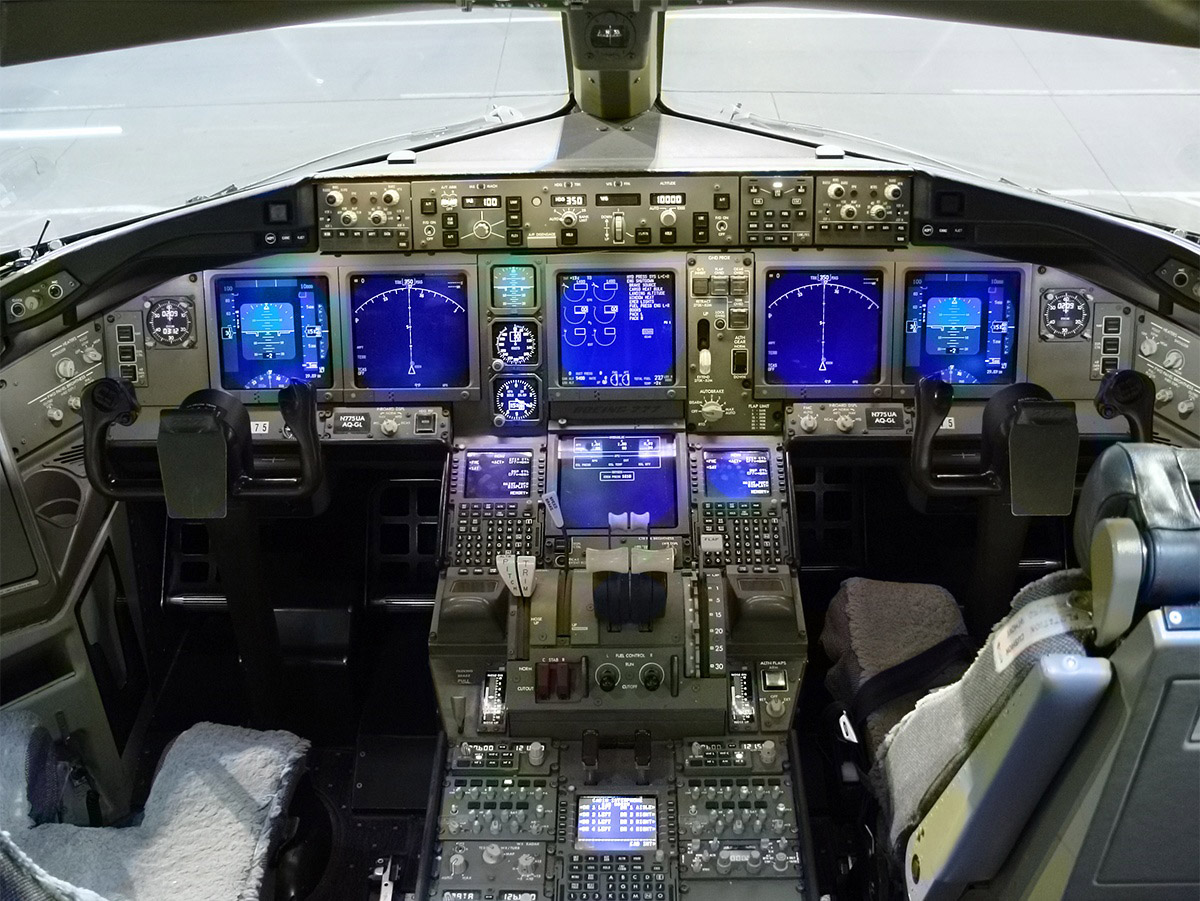Avia o mundial fam lia 777 da boeing for Interieur 777 300