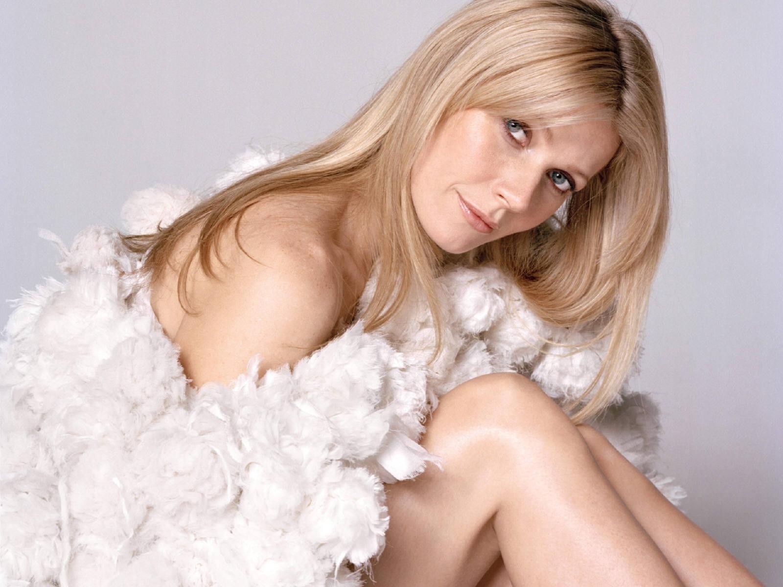 http://2.bp.blogspot.com/-DRWpWwamgkU/TaggvsUFFPI/AAAAAAAAAok/3-kBMnj-oMM/s1600/Gwyneth-Paltrow3.jpg