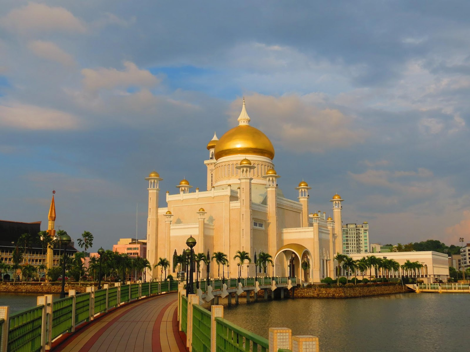 Bandar Seri Begawan Brunei  city pictures gallery : Bandar Seri Begawan, Brunei Travel Guide Exotic Travel Destination