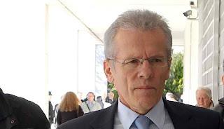 Iσόβιες καθείρξεις που θα προκαλέσουν ανατροπές ακόμη και στις γερμανικές εκλογές υπόσχεται η αυλαία του Πεπόνη!