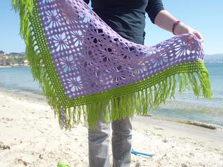 Toquilla morada de crochet