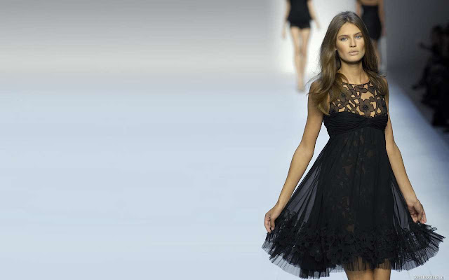 Bianca Balti on catwalk