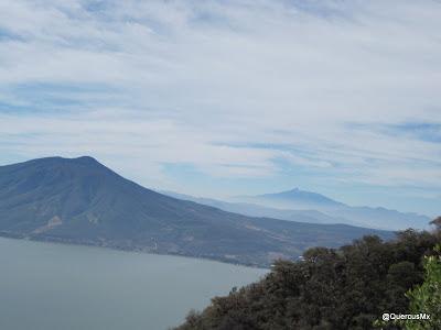 Nevado de Colima y el Cerro García vistos desde La Sierra de la Viga