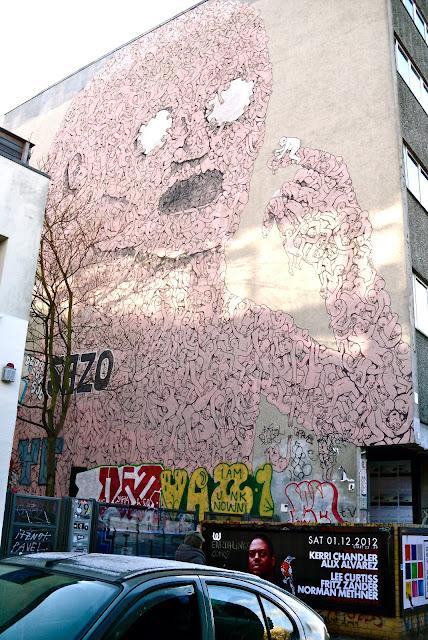 Berlin Tag und Nacht Kreuzberg Italien Künstler Streetart urban Art Graffiti Hauswand bemalt Berlin