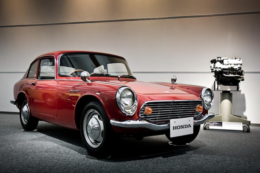 Honda S600, wysokoobrotowe silniki, motoryzacja z lat 60, stare sportowe auta, typowa Honda, fotografie