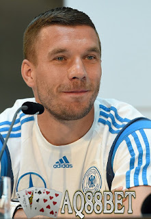 Bandar Bola - Klub asal Turki, Galatasaray sudah berhasil mencapai kesepakatan dengan klub Arsenal untuk transfer pemain Lukas Podolski. Artinya, Podolski akan segera pindah ke Galatsaray dalam waktu dekat.