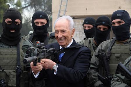Simón Peres agradece a Grecia el sabotaje a la II Flotilla de la Libertad.