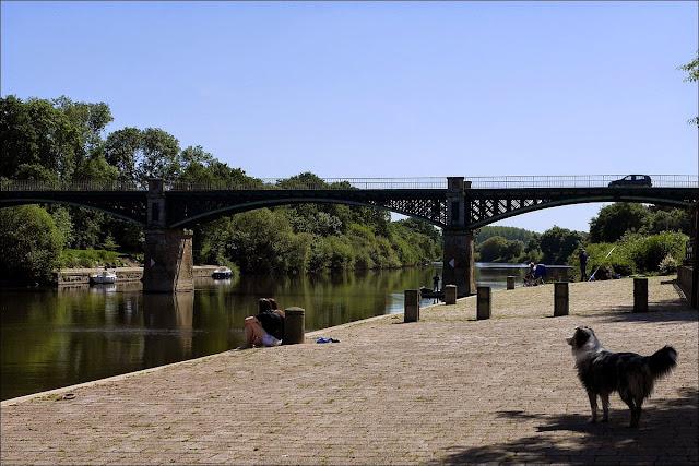 En face du  Manoir de Port de Roche, il y a un petit port aménagé sur la Vilaine