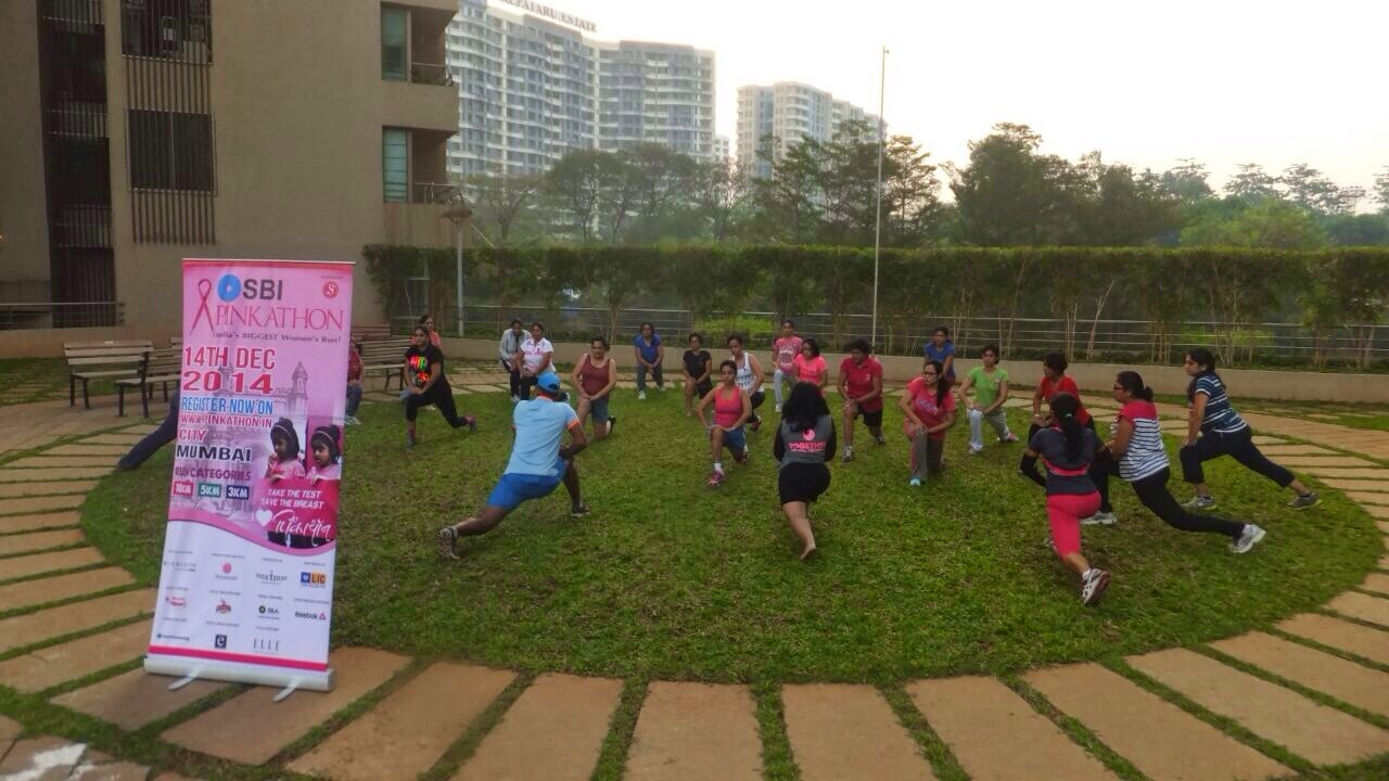 ghar-ghar-main-Pinkathon-warm-ups-with-trainers-from-Striders