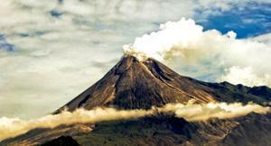 Gunung Paling Berbahaya Didaki di Indonesia