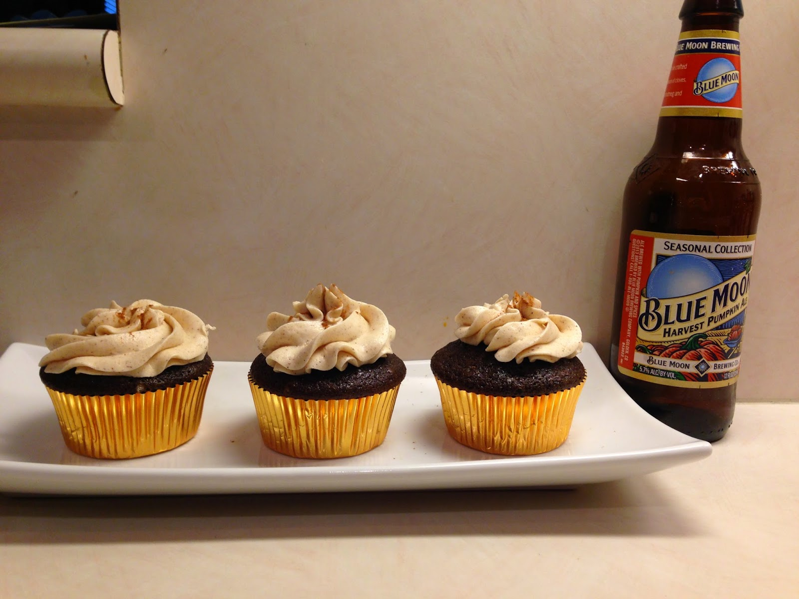 Baking, not banking!: Pumpkin Ale Cupcakes!