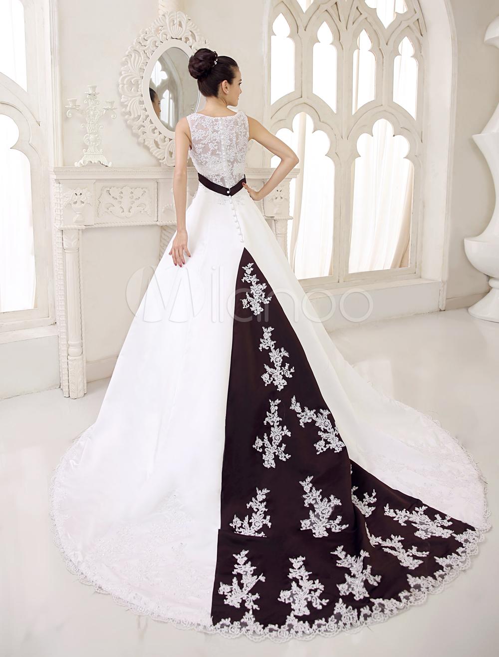 Robe de mariage A-ligne blanche en satin et dentelle V-col