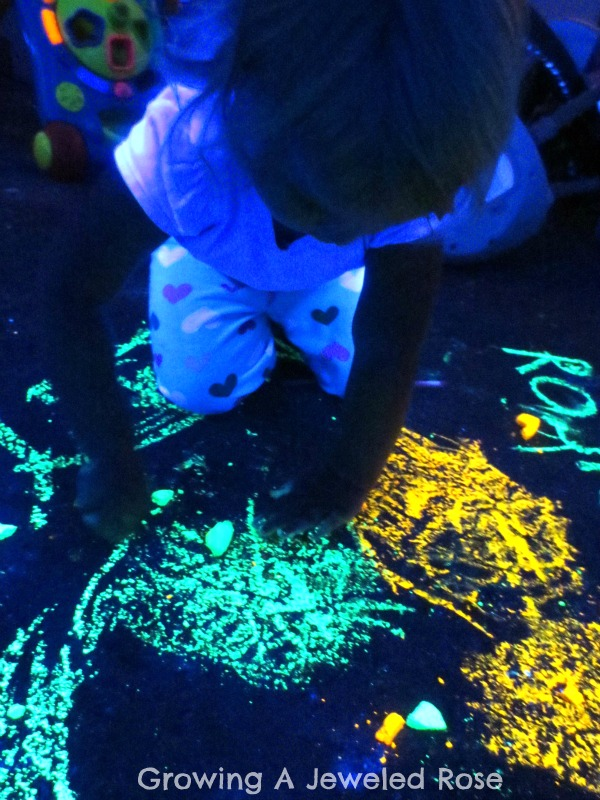 Make glowing chalk glowing water glow water