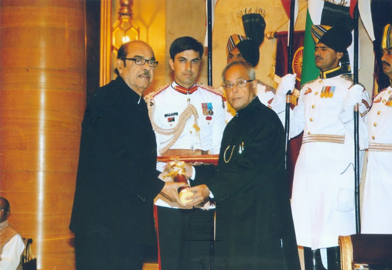 Ramanaidu Receiving Padmabhushan Award from President of India Pranab Mukherjee