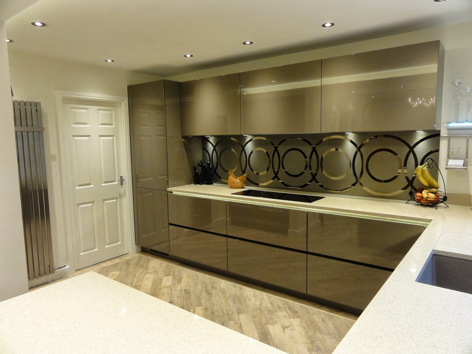 diane berry kitchens client kitchens mr mrs hampson beige grey lacquered kitchen. Black Bedroom Furniture Sets. Home Design Ideas