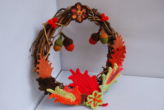 image of crochet autumn wreath