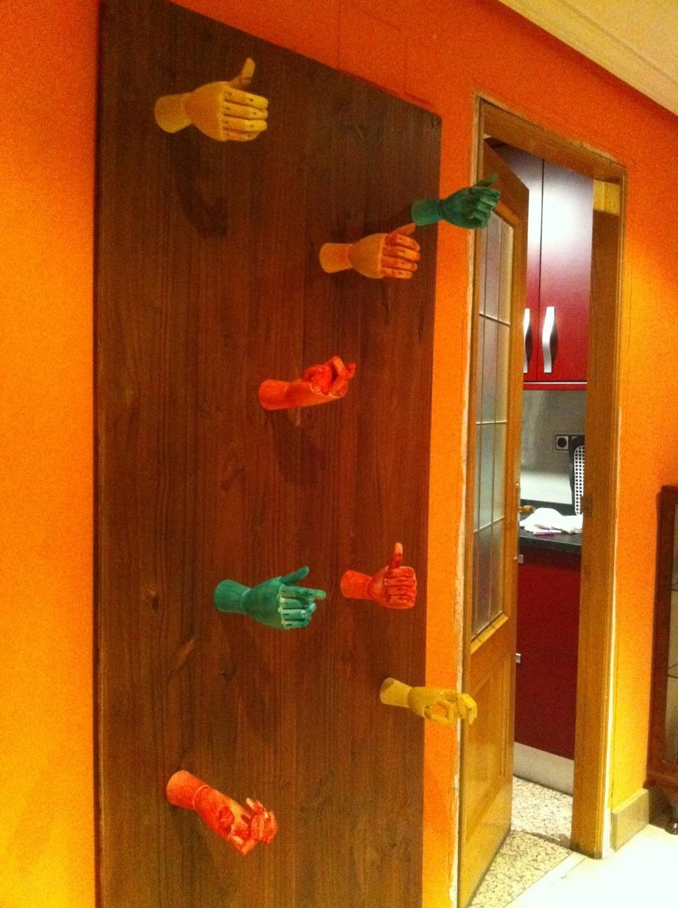 El original perchero de manos de madera by avira - Perchero original pared ...