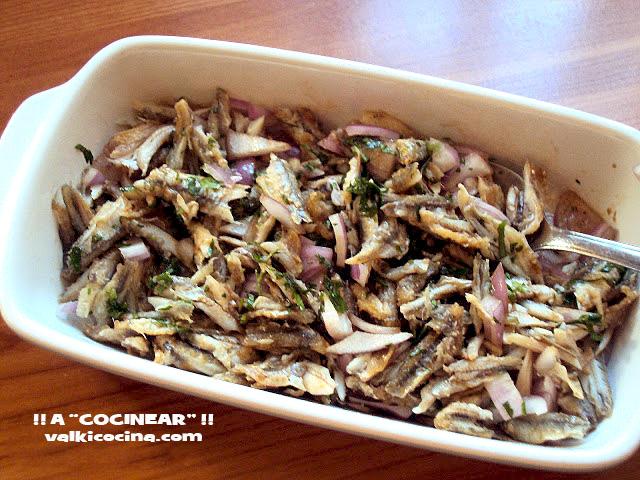 Ensalada con restos pescado frito o asado