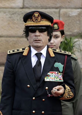 [Image: muammar_algaddafi_female_bodyguards_15.jpg]