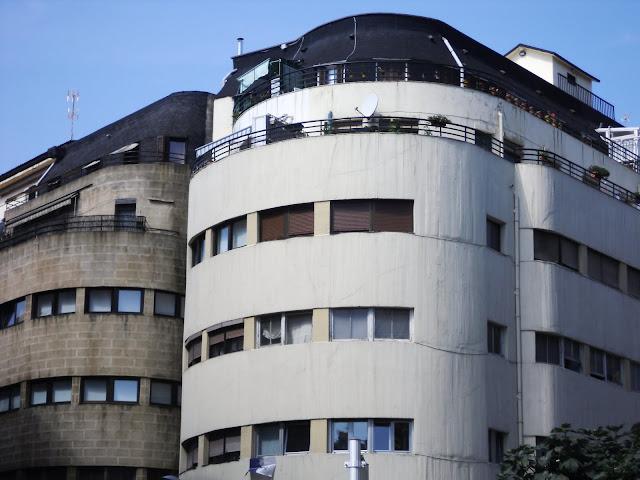 Edificio racionalista de la calle gloria 7 en san for Arquitectura racionalista