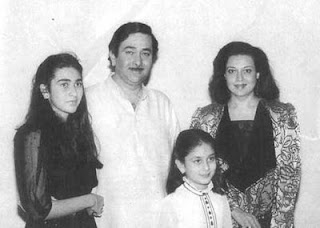 kareena kapoor childhood image with his parents