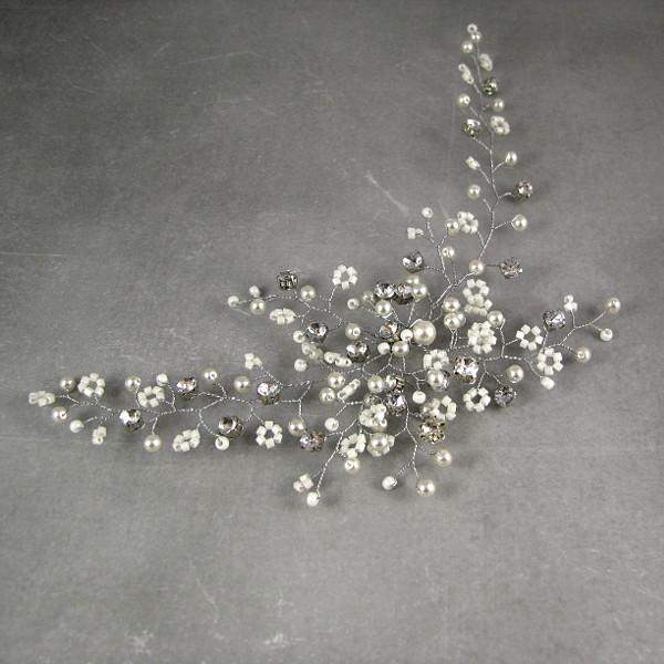 Ślubny stroik do włosów z perłami.