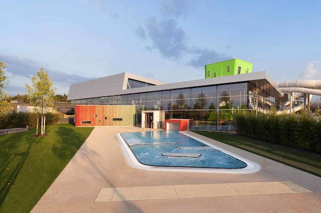 03-Fellbach-Family-and-Recreational-Baths-by-4a-Architekten