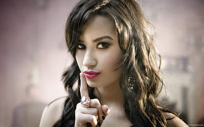 Demi Lovato Glamour HD Wallpaper-1600x1200-75
