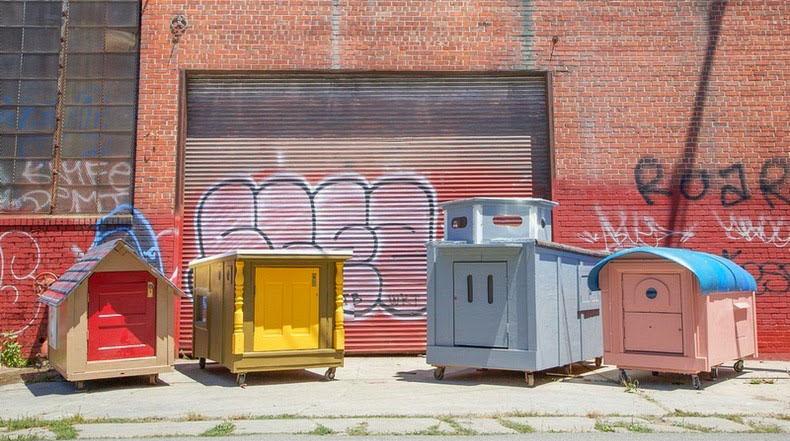 Gregory Kloehn convierte contenedores de basura en pequeñas casas