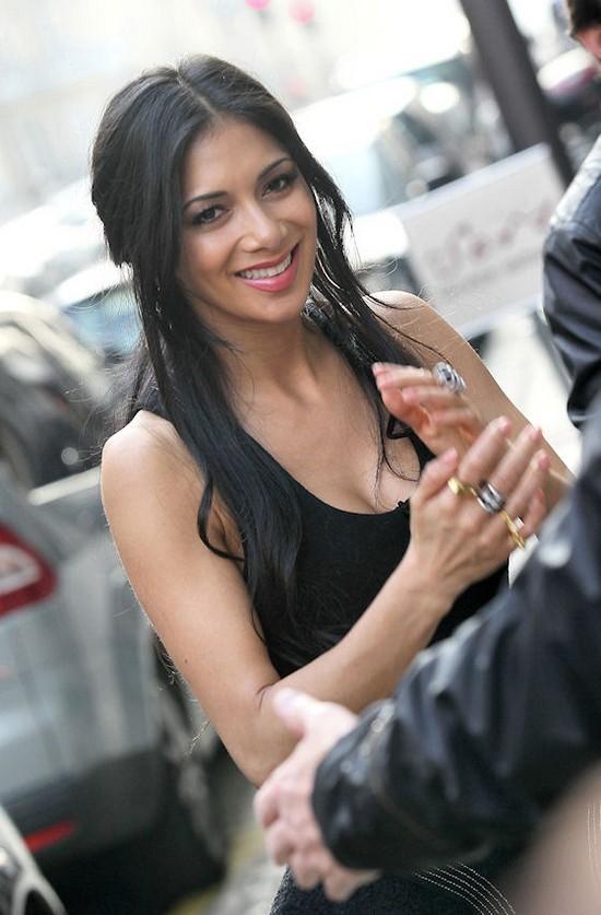 Nicole Scherzinger in Paris During Shopping