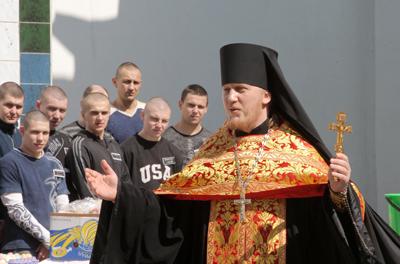 Фото Укринформ: богослужение в СИЗО