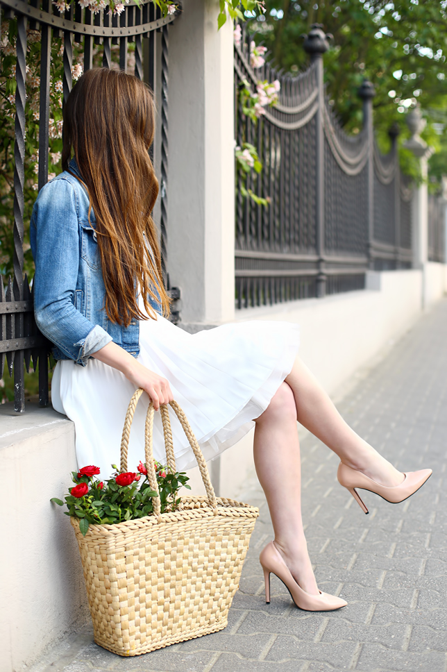 Ariadna Majewska  White_dress_denim_jacket_straw_bag